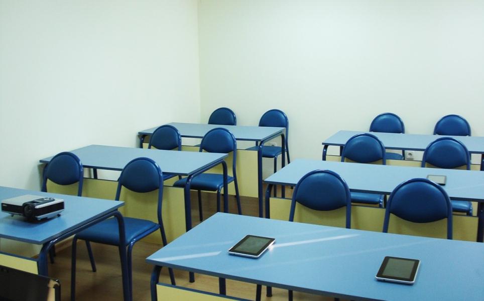 Учебен кабинет на една добра авто школа в центъра на София.